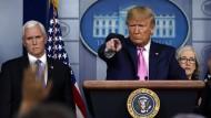 Amerikas Präsident Donald Trump und Vizepräsident Mike Pence im Weißen Haus