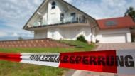 Das Haus des ermordeten Kasseler Regierungspräsidenten Walter Lübcke kurz nach der Tat im Juni 2019