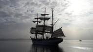 """Die """"Gorch Fock"""" läuft aus ihrem Heimathafen in Kiel aus."""
