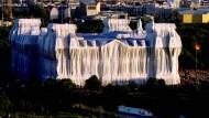 Am Nervenpunkt zwischen zwei Welten: Christos Meisterwerk in Deutschland war die Verhüllung des Berliner Reichstags im Jahr 1995.
