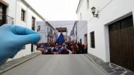 Einst waren diese Straßen voller Leben: Ein Foto der Prozession, die am Palmsonntag vor einem Jahr durch Ronda in Südspanien zog.