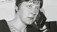 """Vorsprung durch Technik: Als Pressesprecherin des """"Demokratischen Aufbruch"""" schwärmte Angela Merkel 1990 von dem """"phantastisch anmutenden Konzept, die Wirtschaft nur noch über den Wettbewerb und über den Markt zu steuern""""."""