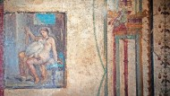 Mein lieber Schwan: Zeus (gefiedert, links) verführt die Königstochter Leda, hier auf einem 2018 freigelegten Fresko im Archäologiepark von Pompeji.