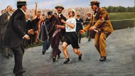 Altbekanntes Problem: Nach einem Schwächeanfall strauchelt der Marathonläufer Dorando Pietri bei den Olympischen Spielen 1908 in London. Nur mit Unterstützung kommt er als Erster ins Ziel und wird daraufhin disqualifiziert.