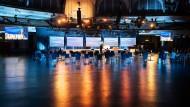 """Ersatzprogramm aus der Frankfurter Festhalle: Zur """"Special Edition"""" der Buchmesse 2020 war das Messegelände weitestgehend verwaist."""