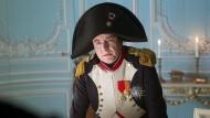Der Tag, der Europas Schicksal entschied: Napoleon (David Sighicelli) warnt Metternich.