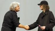 Urgespann des europäischen Populismus im 21. Jahrhundert: Beppe Grillo (l.) mit dem Internetunternehmer und Parteistrategen Gianroberto Casaleggio