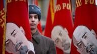 Ein russischer Soldat in Winteruniform der Roten Armee aus dem Zweiten Weltkrieg: Jedes Jahr wird in Moskau eine Militärparade aus dem Jahr 1941 wiederholt.