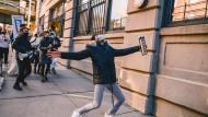 """Pandemische Burleske: Mit Hunderten Veranstaltungen meldet sich die Kulturszene im Rahmen des Festivals """"NY Pops Up"""" zurück."""