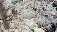 Verwüstete Landschaft, in der auch die verwüsteten Romanfiguren Ulrike Almut Sandigs leben: ausgekohltes Abbaufeld in Profen südlich von Leipzig