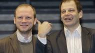 Haben beide schon ihre Erfahrungen mit russischen Behörden gemacht: die ARD-Reporter Robert Kempe und Hajo Seppelt