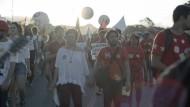 Protestmarsch: Szene aus der Dokumentation von Petra Costa.