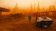 """Menschengemacht: der """"Blade Runner"""", auf der Suche nach Replikanten, also Künstlicher Intelligenz auf zwei Beinen."""