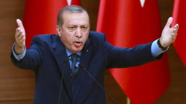 © AFP Für ihn gibt es Gülen-Anhänger, soweit das Auge reicht: der türkische Staatspräsident Recep Tayyip Erdogan.