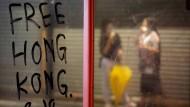 Proteste in Hongkong: Wirtschaftsprüfer knicken vor Peking ein.