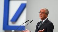 Paul Achleitner, Aufsichtsratsvorsitzender der Deutschen Bank, spricht während der Hauptversammlung der Deutschen Bank im Mai. Für ihn sucht das Kreditinstitut nun einen Nachfolger.