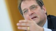 Der Ökonom Volker Wieland während einer Pressekonferenz des Sachverständigenrats