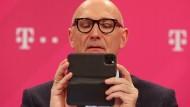 Gute Zahlen im Blick: Telekom-Chef Höttges auf der Bilanzpressekonferenz