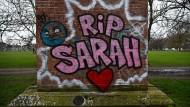 Ein Graffiti erinnert an die im März entführte und getötete Londonerin Sarah Everard.