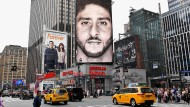 Werbung als Glaubenssache: Mit dem Baseballspieler Colin Kaepernick (Mitte) ruft Nike zur Moral auf.
