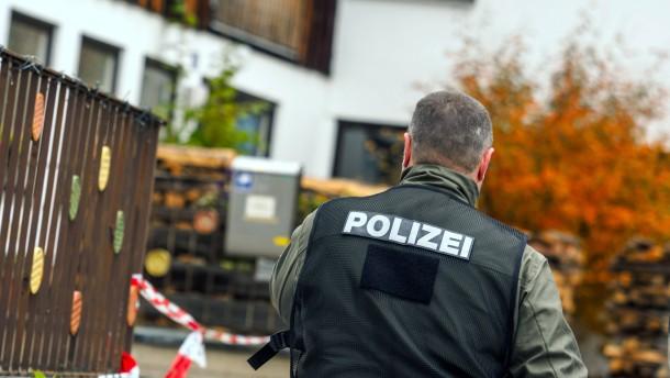 © dpa Am Tatort in Georgensgmünd: Der Todesschütze war auf den Zugriff des Spezialeinsatzkommandos vorbereitet.