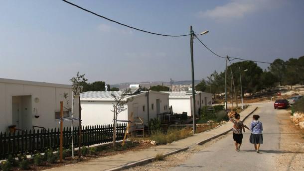 """Israeli women walk in a Jewish settlement known as """"Gevaot"""", near Bethlehem"""