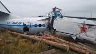 Das Wrack des Flugzeugs nahe der Stadt Menzelinsk in Tatarstan