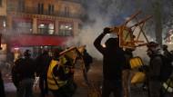 """Proteste in Frankreich: """"Inakzeptable Gewalt gegen die Ordnungshüter"""""""