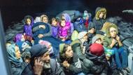 Grenzschützer und Seenotretter: Migranten auf einem Frontex-Schiff auf dem Weg nach Lesbos im November 2019