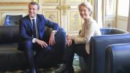 EU-Komissionspräsidentin Ursula von der Leyen besucht am 14. Oktober Frankreichs Staatspräsident Emmanuel Macron im Elysée-Palast in Paris.