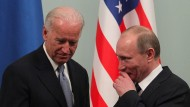 Schon damals nicht entspannt: Der frühere amerikanische Vizepräsident Joe Biden (li.) und Russlands Präsident Wladimir Putin 2011 in Moskau.