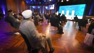 "Aus aller Herren Länder: Blick ins Plenum der Konferenz des ""Council of Religious Leaders on Faith and Diplomacy"" in Lindau."