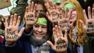 """Teilnehmer der """"Fridays for Future""""-Bewegung bei einer Demonstration am 15. März in Berlin"""