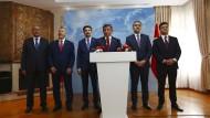 Der frühere türkische Ministerpräsident Ahmet Davutoglu trat am Freitag mit fünf anderen Politikern aus der AKP aus.