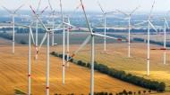 Ein Windpark in Mecklenburg-Vorpommern im Juli 2016