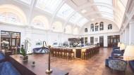 Der Zeichensaal ist heute eine Bar, die Kacheln am Tresen wurden in den Bädern der Titanic verbaut.