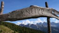 Einst ein verlachter Wunderdoktor, haben Sebastian Kneipps Anwendungen bis heute Bestand.