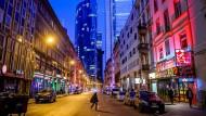 Freifahrt: das Frankfurter Bahnhofsviertel im schummerigen Lichte der Corona-Vorgaben