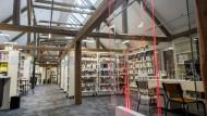 """Bücherei erprobt """"Open Library"""" und schützt Bücher per Chip"""