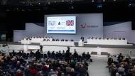 Anleger – wie hier von der TUI AG – auf einer Aktionärsversammlung. Gemeinsam wird die Dividende beschlossen.