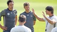 Bundestrainer im Einsatz: Trifft Joachim Löw bei den Spielern der Nationalmannschaft noch den richtigen Ton?