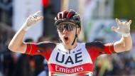 """""""Ich lebe gerade meinen Radsporttraum"""": Tadej Pogacar sprintet bei Lüttich–Bastogne–Lüttich zum Sieg."""