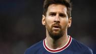 Und plötzlich spielt Lionel Messi nicht mehr in Barcelona, sondern in Paris.