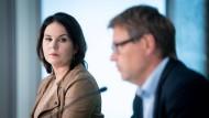 Annalena Baerbock und Robert Habeck, beide Bundesvorsitzende von Bündnis 90/Die Grünen, geben zum Abschluss der Klausurtagung des Bundesvorstandes der Grünen eine Pressekonferenz.