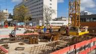 Die Lieferketten der Baustellen reichen in Länder hinein, deren Arbeitsbedingungen zweifelhaft sind.