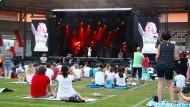 """Alles auf Abstand: ein """"Picknickdecken-Konzert"""" von Schlagersängerin Beatrice Egli im Erfuter Steigerwaldstadion"""