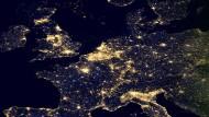 Zwischen den Zentren Europas sollen mehr Daten fließen – und weniger den Weg über den Atlantik nehmen. So zumindest lautet der Plan der Politik.