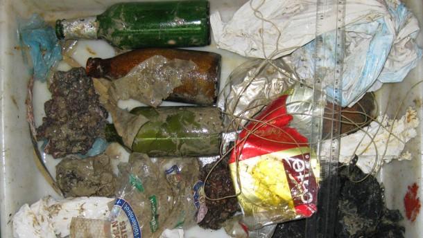 Müll aus dem Gefälle des Blanes Canyons im Mittelmeer