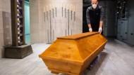 Feuerbestattung eines Covid-19-Opfers im Krematorium Celle.