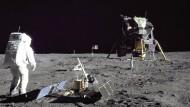 Apollo 11: Buzz Aldrin installierte das Experimente-Modul unweit der Landefähre.